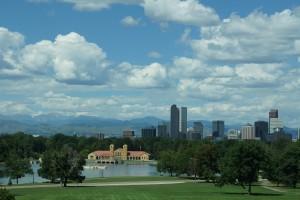 Denver med bjergene i baggrunden