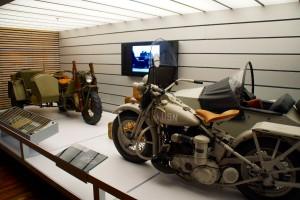 En militær Harley og US Navy Harley
