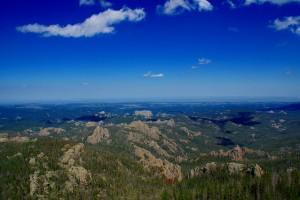 Toppen af Harney Peak med udsigt til Mt. Rushmore