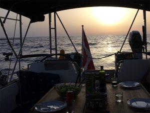 Smuk solnedgang til aftensmaden