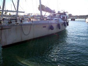 Båden får malet vandlinjen